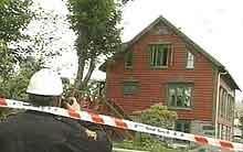 En hel familie på fem personer mistet livet i brannen på Haramsøya mandag.