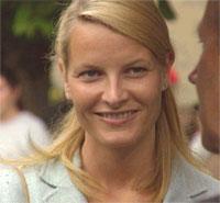 Tryggere: Mette-Marit på Nobelutstillingen på Folkemuseet i august 2001. Foto: NRK