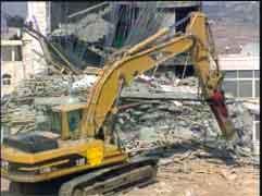 Israelerne fortsetter å rive hus.