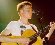 Frontfigur Stuart Murdoch under en konsert i Glasgow i 1997.
