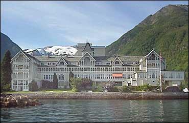 Kviknes Hotell i Balestrand er mellom hotella med stor del utanlandske gjester. Arkivfoto NRK