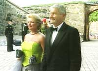 Utenriksminister Thorbjørn Jagland med frue. (Foto: NRK)