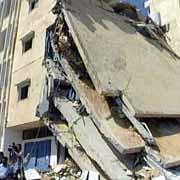Politihovedkvarteret i Gaza ble hardt rammet av raketter fra israelske jagerfly (Foto: Reuters).