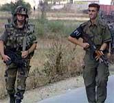 NATO-soldater fortsetter å samle inn våpen i Makedonia, men nasjonalforsamlingen har utsatt debatten om fredsavtalen.