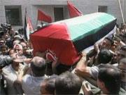 Flere tusen mennesker fulgte Abu Ali Mustafa til graven i dag. (Alle foto: EBU)