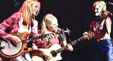 Dixie Chicks selger like mange billetter som før, men radioboikotten har ført til lavere platesalg. Foto: Arkiv.