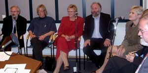 Magnhild Meltveit Kleppa (i rødt) i valgstudio på Ullandhaug
