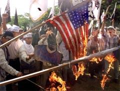 I Indonesias hovedstad Jakarta har det tidligere vært store demonstrasjoner mot USA. (Foto: AP)