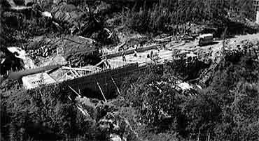 På 1970-talet var det bygt heilårsveg gjennom Aurlandsdalen. (Foto: NRK)