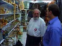 Jan Simonsen er for tiden i Jerusalem og vil ikke avbryte reisen.