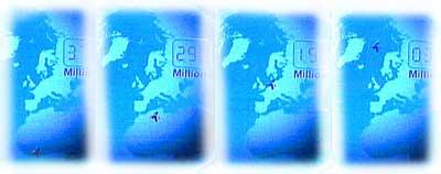 Kan du se den lille mørkeblå flekken som flytter seg fra sør (nederst) til nord (øverst)? Det er Svalbard!