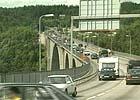 Nå skal trafikken over Svinesund overvåkes av spesialbygde biler fra politiet. ( Foto: Arkiv )