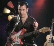 Vidar Busk viser deg hvordan du spiller blues i G.