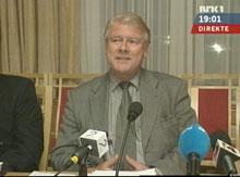 - Morna Jens, sa Hagen i pressekonferansen i kveld. Dermed får Norge en ny regjering. (Foto: NRK)