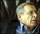 Israels turistminister Rehavam Zeevi er død, etter at han vart skoten i hovudet i dag tidleg.