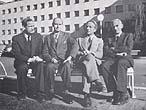Utanfor Kringkastingshuset i Oslo i 1952: Rolf Myklebust, Arne Bjørndal, Eivind Groven og Ole Mørk Sandvik.