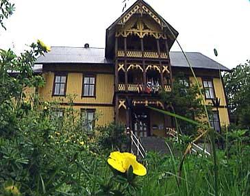 I dag heiter verksemda Jølster hotell. (Foto: Torje Bjellaas, NRK)
