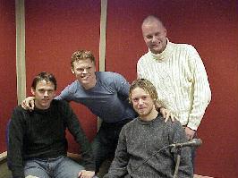 Rune Hustad under en sending med AaFK-spillerne Hermann Ekeberg og Amund Skiri pluss Liverpool-proff John Arne Riise. Hustad i hvitt !