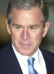 President George W. Bush ankommer FNs hovedforsamling i New York. (Foto: Scanpix/AP)