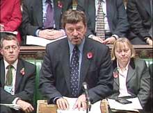 Denne uken vil Storbritannias innenriksminister David Blunkett gjøre det enklere å arrestere mistenkte terrorister. (Foto: Scanpix/AP)