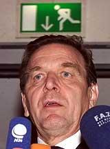 Forbundskanslar Gerhard Schröder meiner USA ikkje har rett til å gå til krig.
