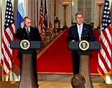 President Vladimir Putin holder en delt pressekonferanse med George W. Bush i Washington. (Foto: EBU)