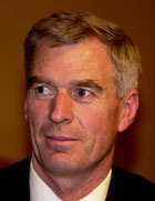 POSITIV: Bernt Stilluf Karlsen, representanten for Yukos Oil i Norge, tror ikke Aker Maritime vil stemme mot redningsplanen for Kværner.