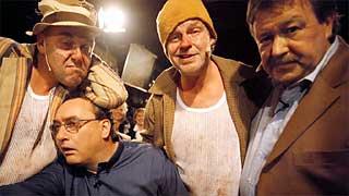 Tom Mathisen her sammen med Herodes Falsk på Rorbu-besøk hjelper Rune Alstedt med å lage førjulskveld i NRK P1.