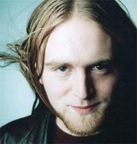 Askil Holm gav ut EP på eget selskap, før han ble plukekt opp av Universal
