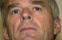 AVFEIDE SPEKULASJONER: Yukos representant i Norge, Bernt Stilluf Karlsen, avfeide i dag alle spekulasjoner om Yukos forhandlet med Kjell Inge Røkke over hans hode.