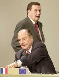 SIER NEI: Både Gerhard Schröder og Jacques Chirac er skeptiske til krig mot Irak, i alle fall foreløpig (Foto: Scanpix/AP).