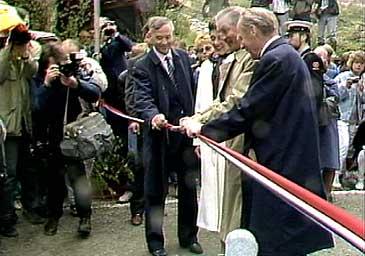 Walter Mondale opnar Fjærlandstunnelen 31. mai 1986. (Foto: NRK)