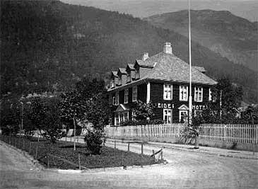 Eides hotell i 1932. (© Hydro)