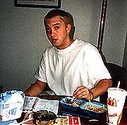 Eminem fortsetter å selge godt.