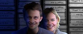 Solveig og Thomas dypt nede i det innerste av NRK's arkiv-kjellere.