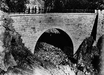 Leivdøla bru i Stigedalen ferdig til bruk. (©Fylkesarkivet)