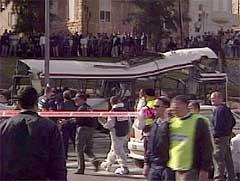 Terrorbomben mot bussen i Haifa førte til store ødeleggelser. (Foto EBU)