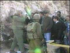 Overalt hvor israelske soldater og palestinere møtes er det nå en svært spent stemning.
