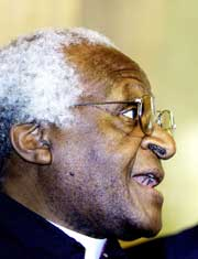 Den sør-afrikanske biskopen Desmond Tutu skal holde sluttinnlegg. Han vant fredsprisen i 1984 for sin kamp mot apartheid-regimet i hjemlandet. (Foto: Scanpix/AP
