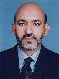 Karzai er 44 år gammel og etnisk pashtuner. Han leder personlig kampen mot Taliban-militsens styrker ved Kandahar, og har derfor ikke selv deltatt i forhandlingene om Afghanistans framtid. (foto: AP)