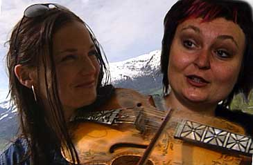Liv Merete Kroken og Unni L�vlid fr� Hornindal opptrer saman i gruppa
