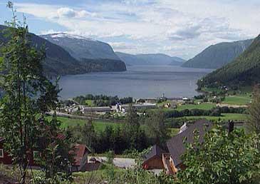 Hornindal - med utsyn over Grodås og Hornindalsvatnet.