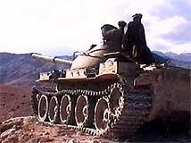 Anti-Taliban-styrker angriper.