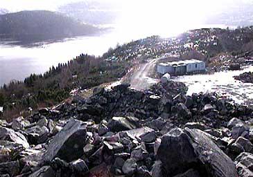 Steinbrotet på Engebøfjellet dekkjer 40 mål. (Foto: Asle Veien, NRK)