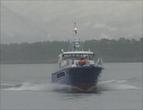 """Skipperen på """"Romsdalsfjord"""" blir blenda av dei skarpe stadionlysa."""