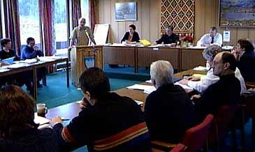 Møte i kommunestyret i Naustdal.