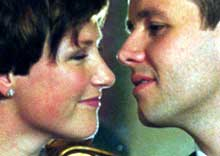 Kronprinsesse Märtha ga sin forlovede et langt kyss på kinnet. (Foto: Scanpix)