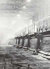 Det eldste elektrolyseanlegget til Årdal Verk ein gong før 1969. (Foto © Hydro Årdal)