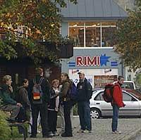 I dag er det Rimi-kjeden som driv i dei utvida lokala der Øren starta i 1865.