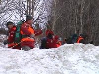 Bildene viser en gruppe fra Ringerike Røde Kors Hjelpekorps på finsøk netter Jonas Fredbo i Hemsedal. (Foto: Gunnar Grimstveit)